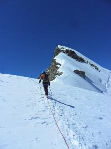 Encarant el cim d'Allinhorn veient el graó de roca que ens feia sospitar que se'ns podria complicar el final